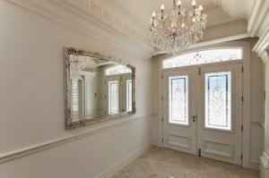 The grand entrance displays games of light which reflect in the Spanish crystal chandeliers
